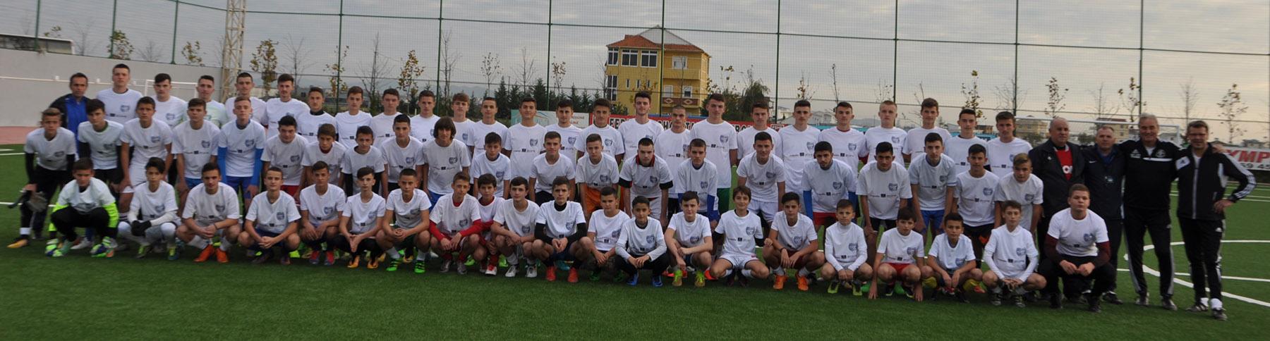 Teilnehmer und Trainer des Camps in Durres 2017. Es fehlen die U17 Nationalspieler, die mit Besnik Kollari auf einem internationalen Turnier sind und später eintreffen werden.